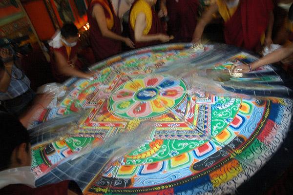 tibetska pieskova mandala mandalarium slavka andrasikova
