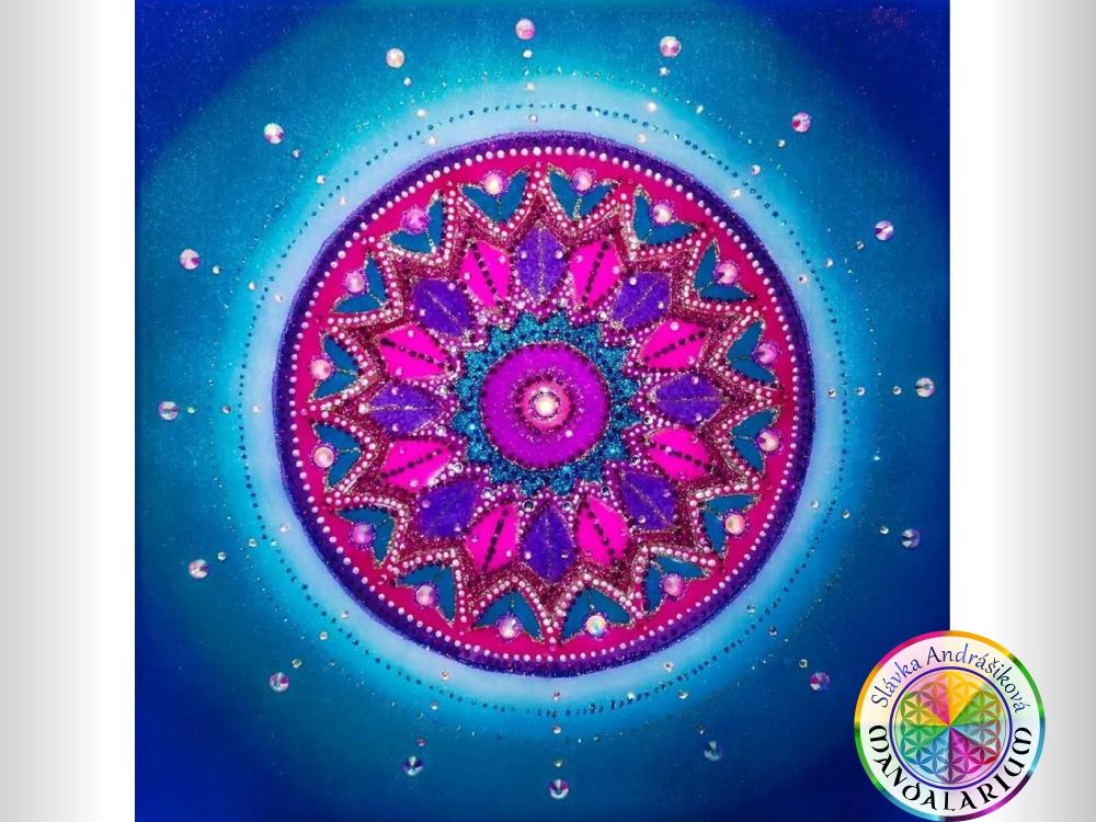 piesková mandala mandalarium.sk nádherná modrá žiariacia svetielkuje piesková